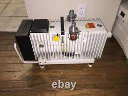 Pfeiffer UNO 016B 9.5 CFM Single Stage Vacuum Pump 220VAC 30 m3/h