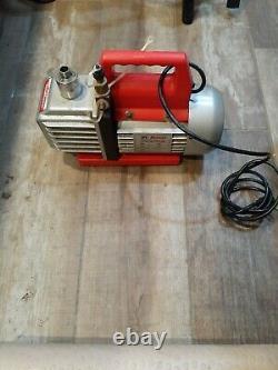 Robinair (15300) VacuMaster Economy Vacuum Pump 2-Stage, 3 CFM PRE-OWNED
